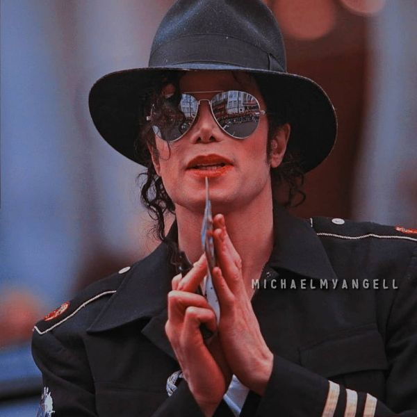MICHAEL JACKSON's BIOGRAPHY, AWARD, FAMILY, DEATH